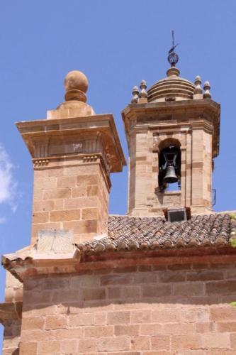 Campanario y reloj de sol